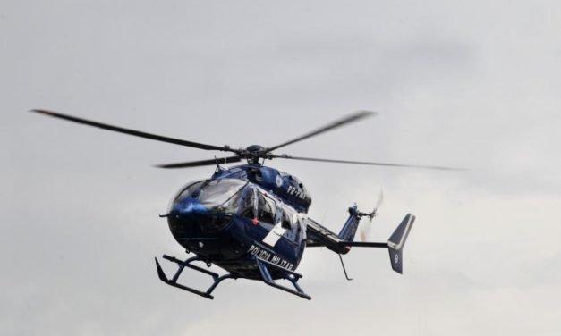 Helicóptero da PM cai na Baía de Guanabara, Rio; um morre
